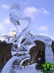 تماثيل ومنحوتات غريبة Cool-music-theme-sculpture-of-ice