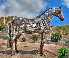تماثيل ومنحوتات غريبة Horse-sculpture-of-junk-meatls