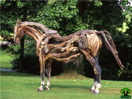 تماثيل ومنحوتات غريبة Hosre-sculpture-of-woods
