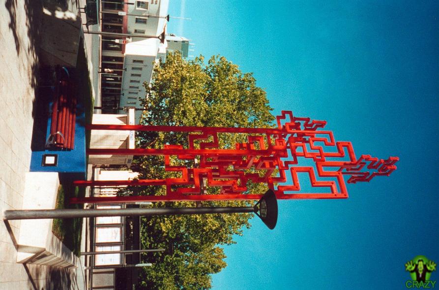تماثيل ومنحوتات غريبة Sculpture-wit-wired-steel