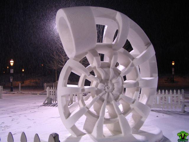 تماثيل ومنحوتات غريبة Winter-sculpture-of-snow