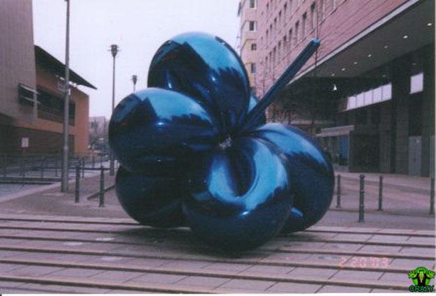 تماثيل ومنحوتات غريبة Wired-sculpture-blueball