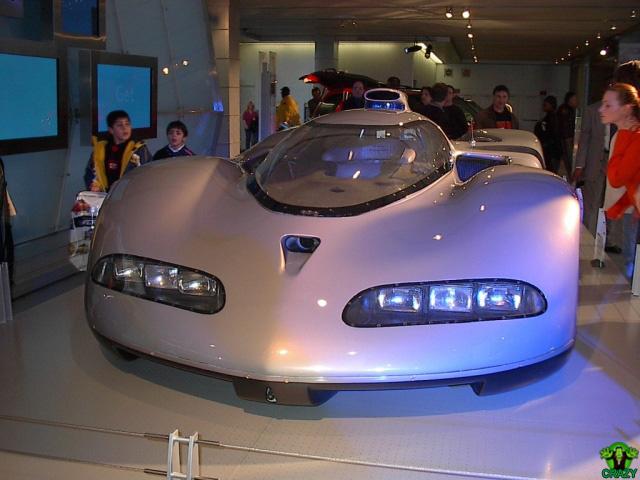 أغرب السيارات Futuristic-car-4