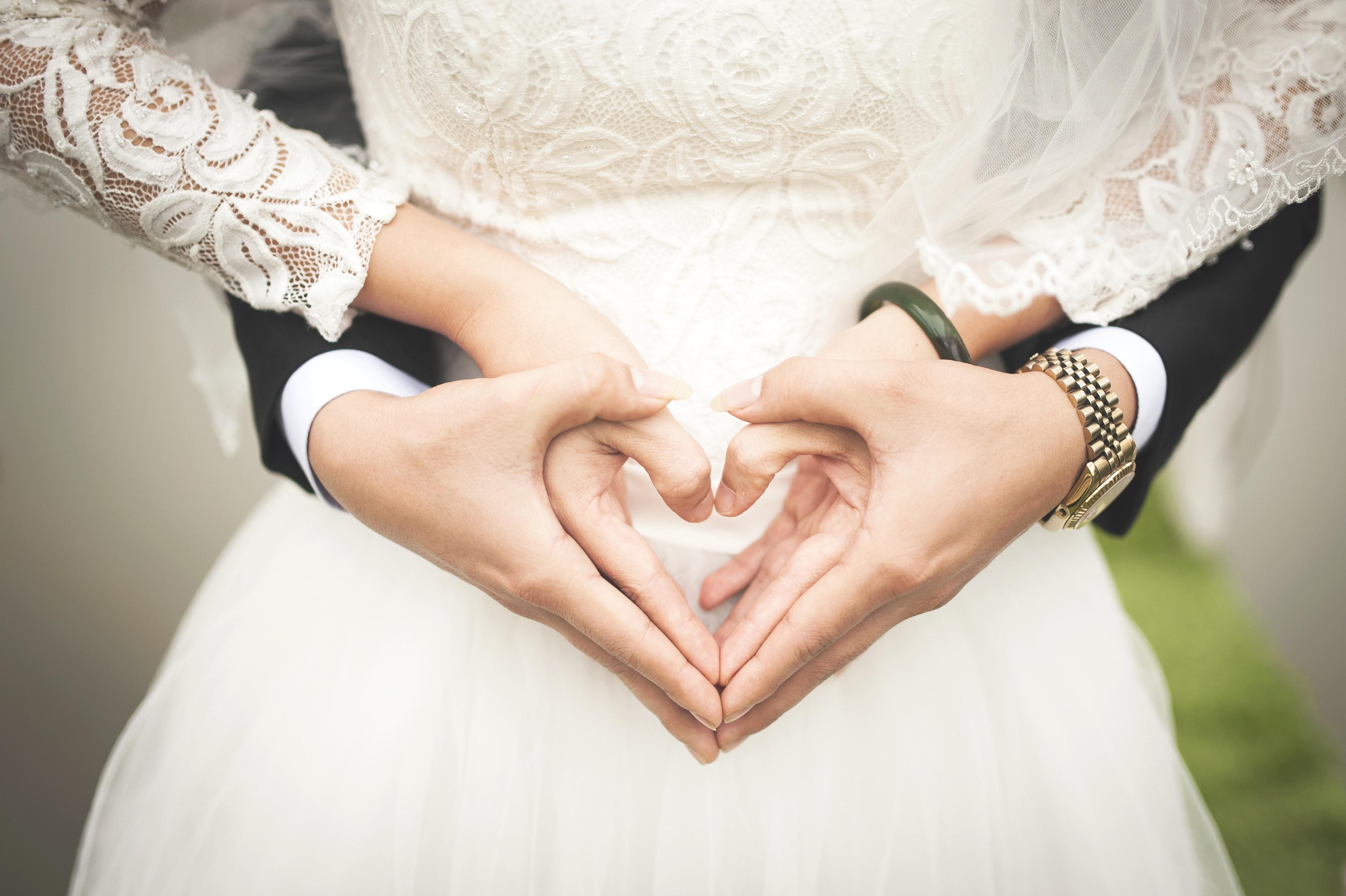 Thế giới Tình yêu - Page 2 Beautiful-blur-bridal-256737
