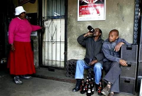Массовый алкоголизм сближает Нигерию и Россию Niger_alko_rus_01