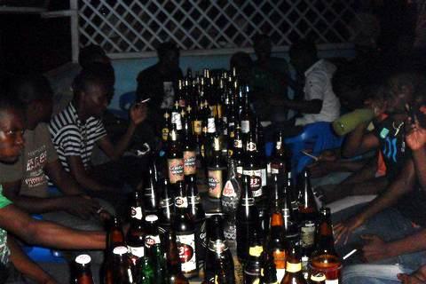Массовый алкоголизм сближает Нигерию и Россию Niger_alko_rus_04