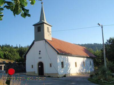Fotografije vjerskih objekata Normal_Krasno_Polje_-_kapelica_u_cast_Majci_Bozjoj_12_8_2010