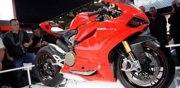 Audi vai pagar cerca de US$ 1,12 bi por Ducati Ducati-panigale-1199-e-uma-das-atracoes-do-salao-de-milao-maior-evento-de-motos-do-mundo-1321039415479_615x300