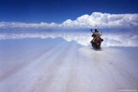 Mesta na Zemlji sa vanzemaljskim izgledom Attraversando_il_Salar_de_Uyuni_Bolivia