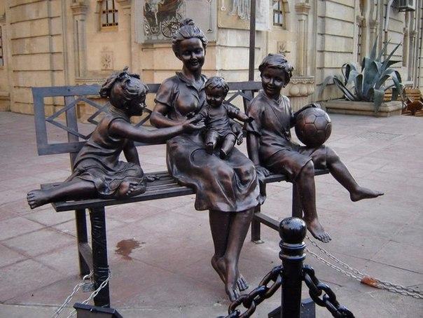 Городские скульптуры - Страница 2 OVjNYI0-4gw