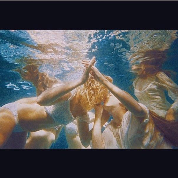 Videoclip » Music to Watch Boys To [YA SALIÓ] TcZ_z9-VERw