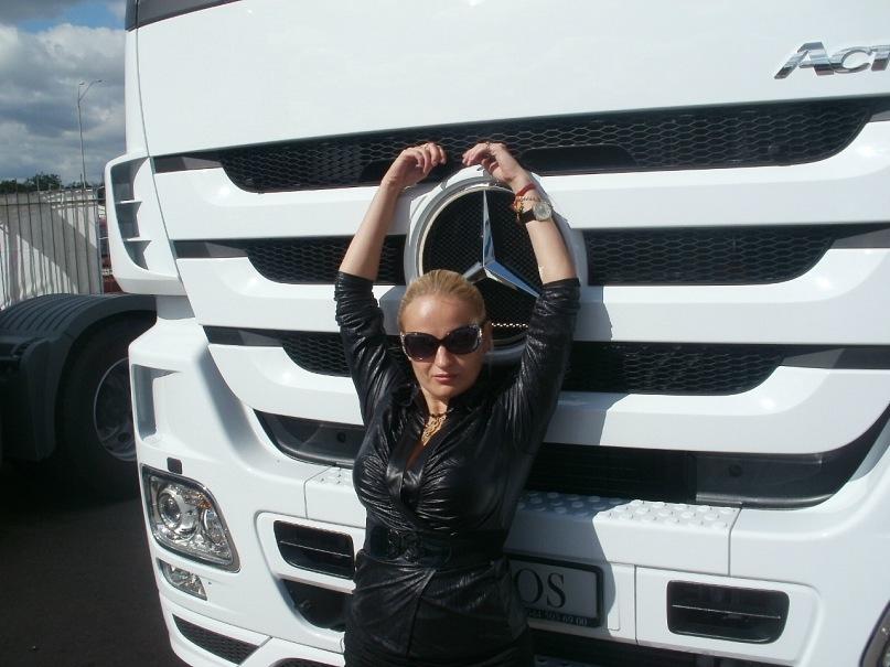 Мои путешествия. Елена Руденко. Киев. Авто шоу. 2011 г. Y_ed840b06
