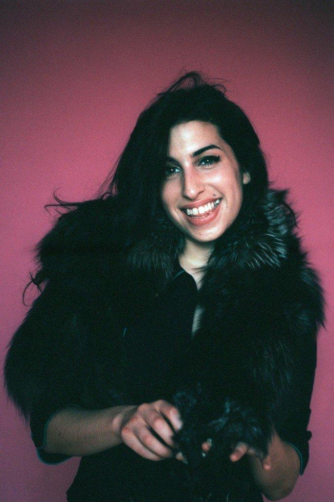 Tus fotos favoritas de los dioses del rock, o algo - Página 4 Amy_Winehouse_16