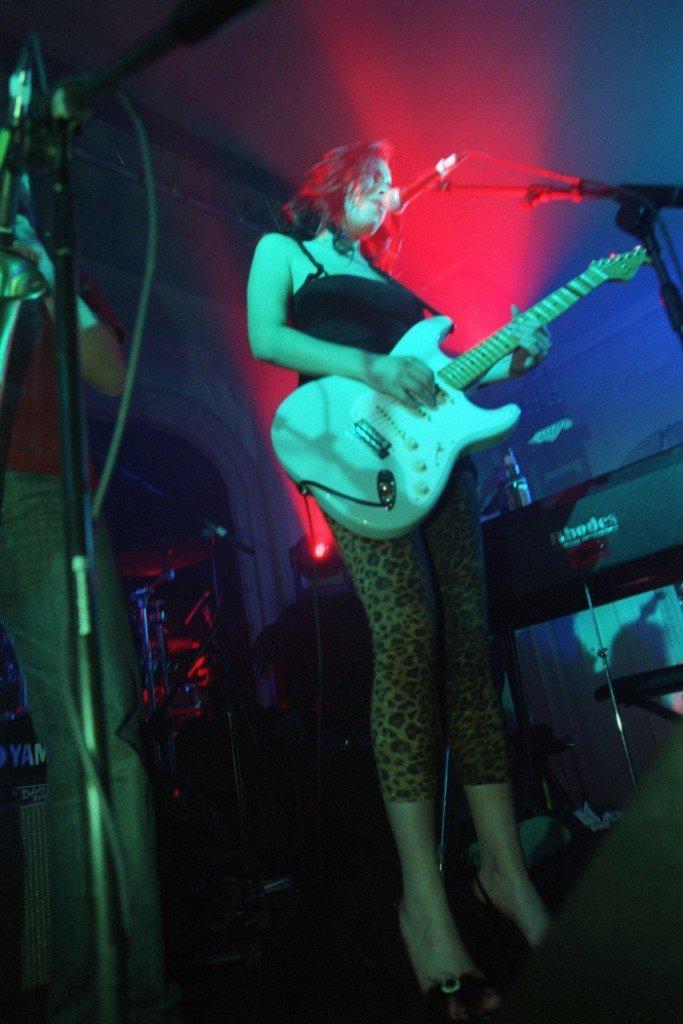 Tus fotos favoritas de los dioses del rock, o algo - Página 4 Amy_Winehouse_6