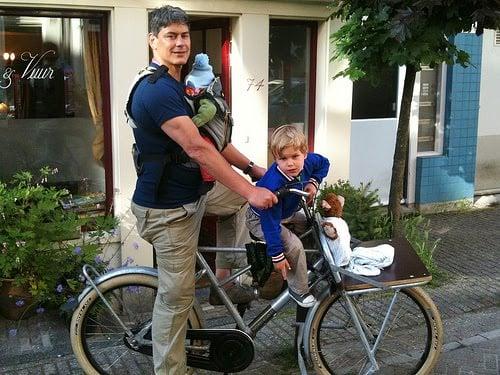 Transporter bébé et enfant sur son Brompton, récap ! - Page 2 Amsterdam-bikes-baby-child