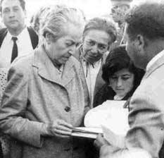 Homenaje a Gabriela Mistral en la fecha de su natalicio Mistral_vicuna_233
