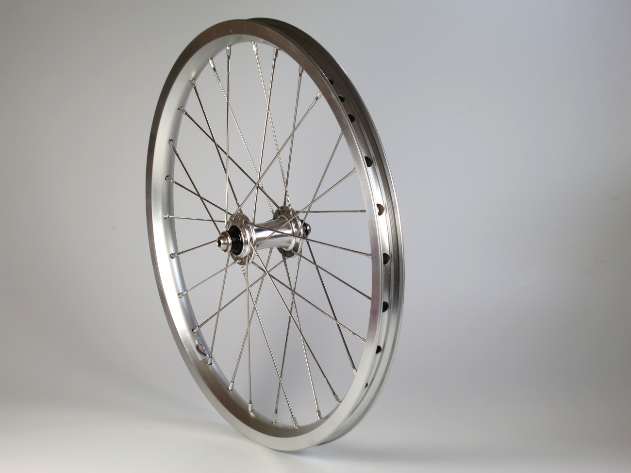 Ridea Bicycle Components - Page 5 Ridea%20x%20brompton%20silver%20full%20wheel