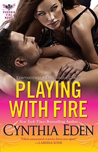 Phoenix Fire - Tome 3 : Playing With Fire de Cynthia Eden 19083232