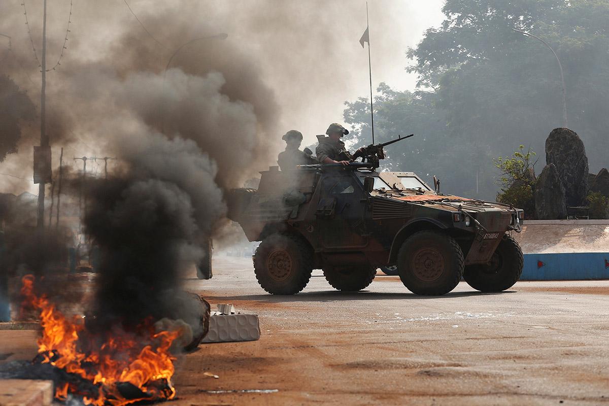 armée de terre Soldiers-burning