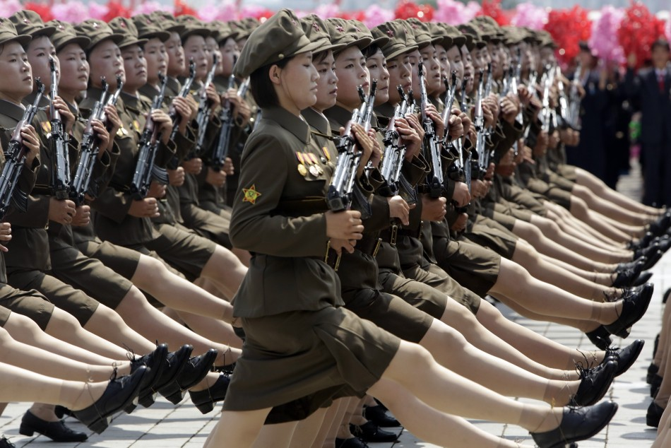 Severna Koreja North-korea-military-parade-images