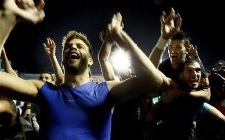 صور الاحتفالات من ارض الملعب ومن ساحة كاناليتس  Ap-201105111620588520703