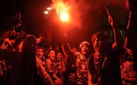 صور الاحتفالات من ارض الملعب ومن ساحة كاناليتس  Ap-201105111553572080665