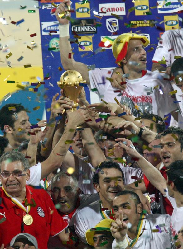 صور فرحة الفريق المصرى 2008 168790afcd6caaa819e27f41aa1cb2df-getty-fbl-afr2008-can-cam-egypt