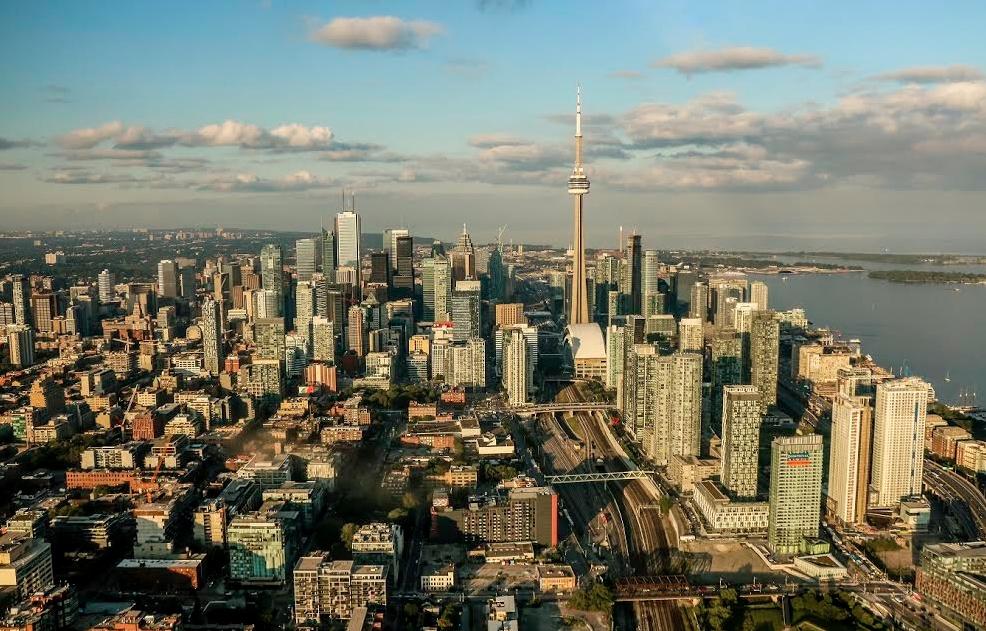 L'Amérique - Page 7 Toronto-condo-boom