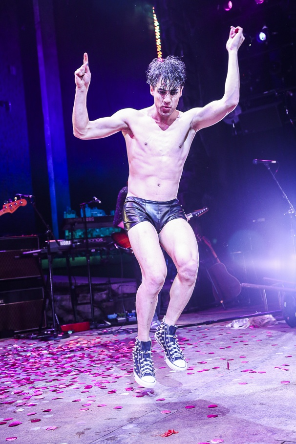hedwig - Pics and gifs of Darren in Hedwig and the Angry Inch on Broadway. 7.210677