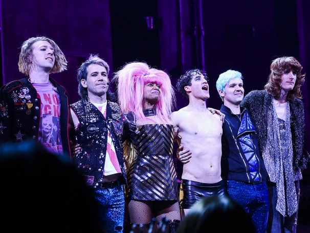 hedwig - Pics and gifs of Darren in Hedwig and the Angry Inch on Broadway. 8.210678