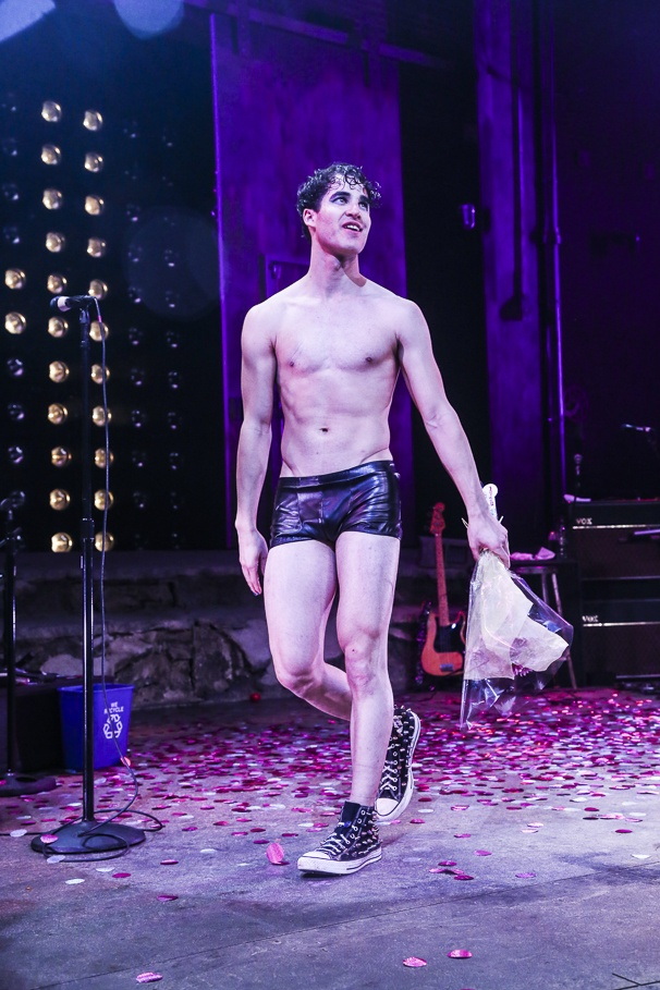 darrenishedwig - Pics and gifs of Darren in Hedwig and the Angry Inch on Broadway. 8.210707