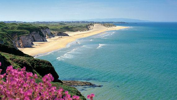 C'est de toute beauté : sites et lieux magnifiques de notre monde. Mm_ti_beach-ireland-whiterocks-beach_car