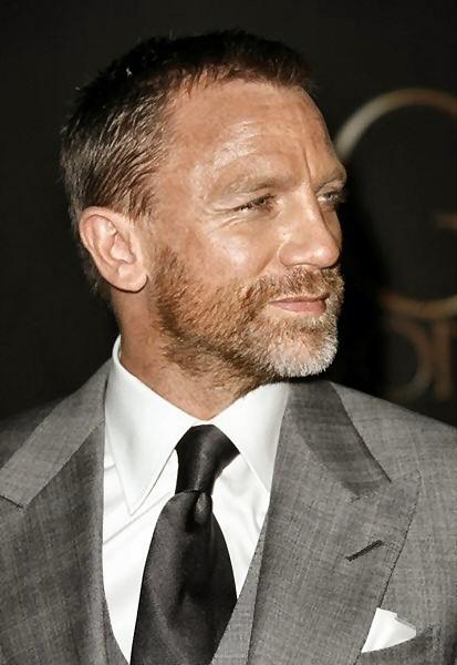 PEINTURE : visage d un acteur a l acrylique  Daniel_craig_97