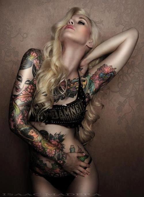 Các mỹ nhân xăm trổ cực sexy 20141017-cac-my-nhan-xam-kin-nguoi-khoe-ve-dep-sexy-13