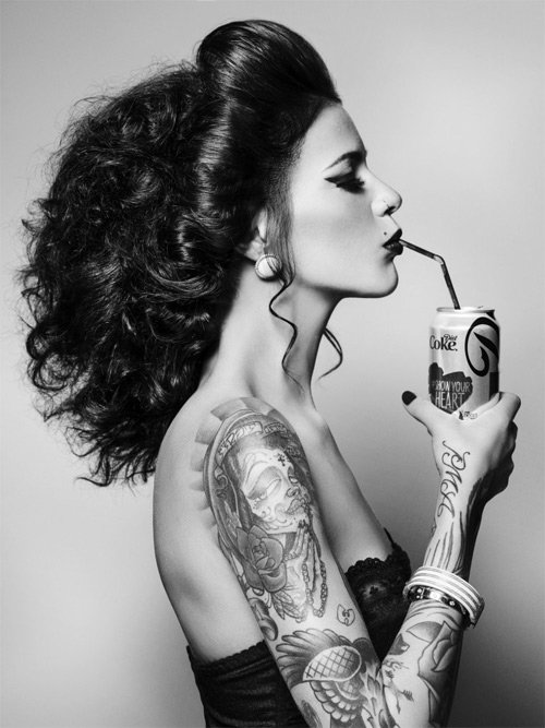 Các mỹ nhân xăm trổ cực sexy 20141017-cac-my-nhan-xam-kin-nguoi-khoe-ve-dep-sexy-4