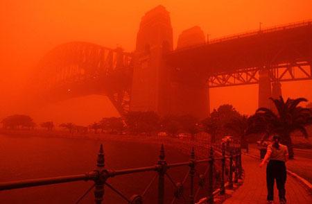 REIGN OF DARKSEID - Evénement 2018 - HRP Dust-storm-turns-sydney-skies-red