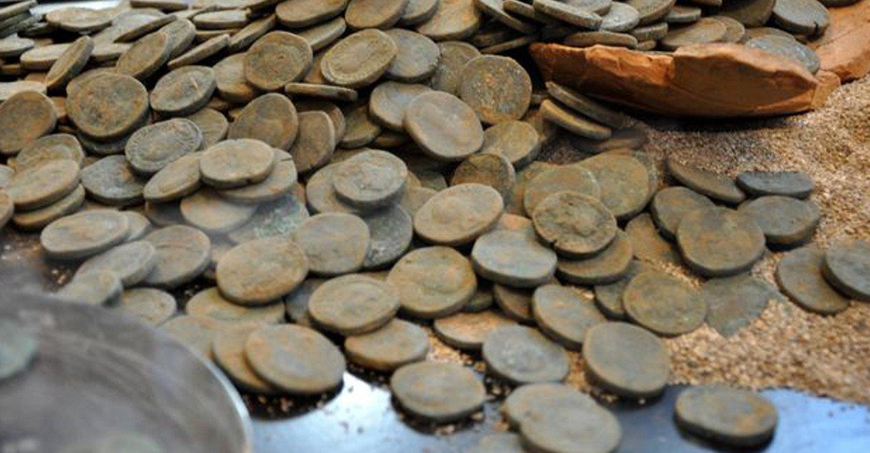 Des pièces datant de l'Empire romain ont été découvertes… au Japon ! Par Corentine Sys                         Une-piece-okinawa