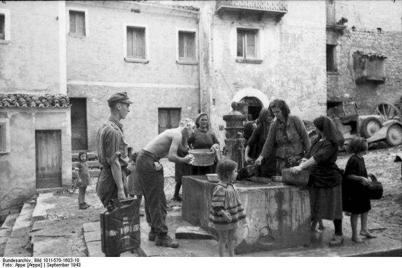 I tedeschi alla fontana pubblica Img0933