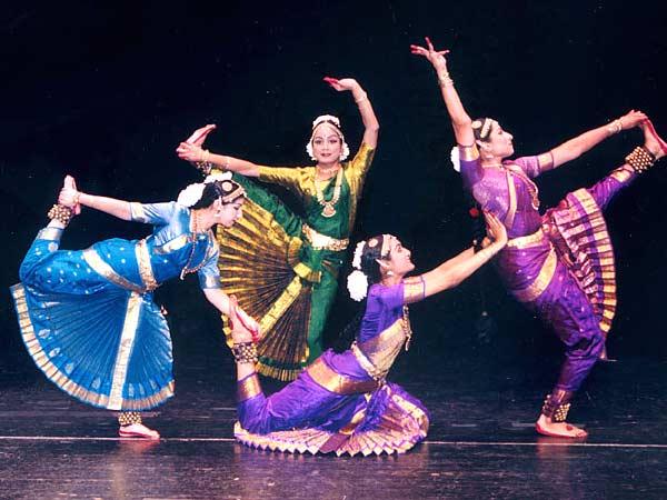 Ples - Page 3 Indian-dancer