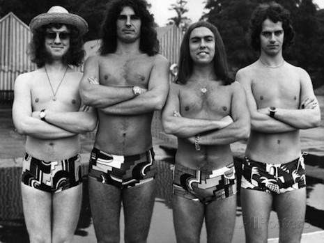 Tus fotos favoritas de los dioses del rock, o algo - Página 3 Sladebeachswimtrunksp89p4ruasldjfalsjdfpuadl