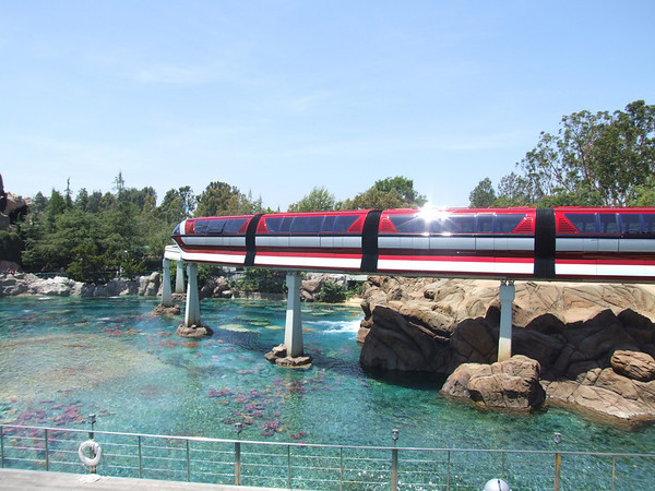 [Disneyland Park] Nouveaux Monorails - Page 2 295994207_GveQJ-M