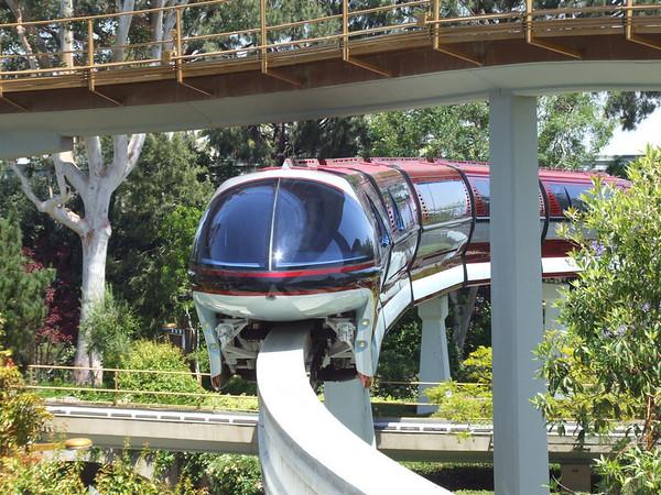 [Disneyland Park] Nouveaux Monorails - Page 2 296020524_7crkK-M