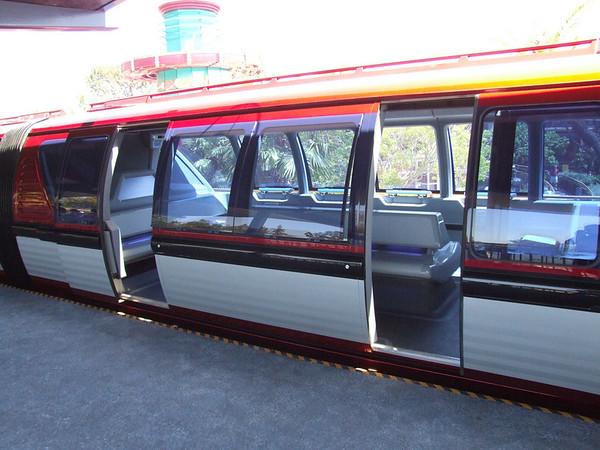 [Disneyland Park] Nouveaux Monorails - Page 2 296036554_nU8R9-M