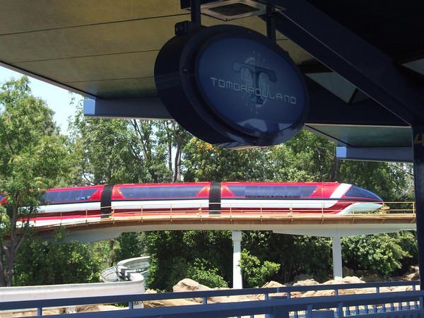 [Disneyland Park] Nouveaux Monorails - Page 2 296043347_GAXTa-M