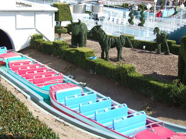 """[Disneyland Park] """"it's small world"""" victime du surpoids des américains (Réouv 06.02.09) - Page 2 374808221_ghMXt-M"""