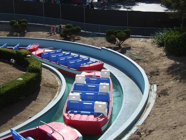"""[Disneyland Park] """"it's small world"""" victime du surpoids des américains (Réouv 06.02.09) - Page 2 374809640_LGKNf-M"""