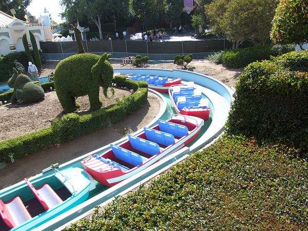 """[Disneyland Park] """"it's small world"""" victime du surpoids des américains (Réouv 06.02.09) - Page 2 374809929_o6Xci-M"""