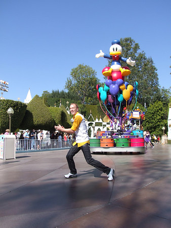 [Disneyland Park] Celebrate! A Street Party 500332045_oE9F3-M-1