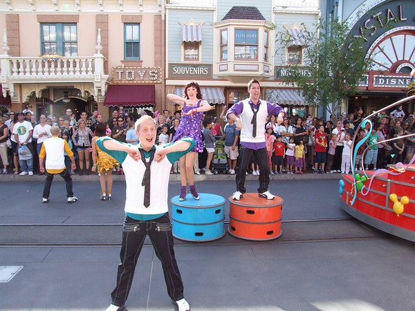 [Disneyland Park] Celebrate! A Street Party 500344542_pCRTD-M