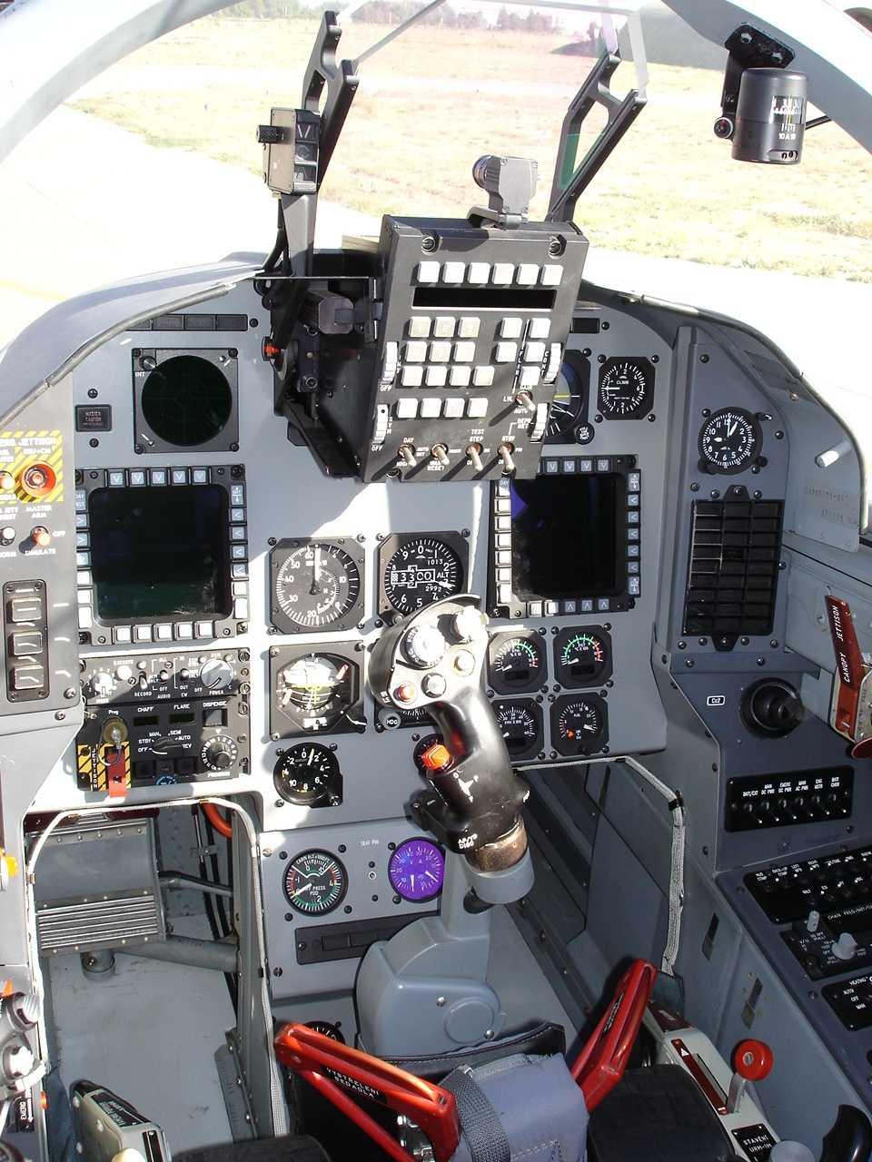 العراق يشتري 24 طائرة قتالية وتدريبية من التشيك  L.159%20ALCA%20032